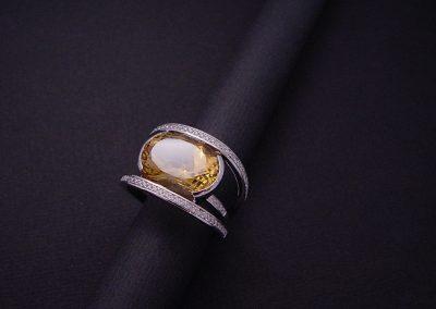 bague or blanc, diamants et citrine (pièce unique vendue)