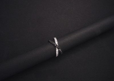 bague infinity diamants noirs et blancs