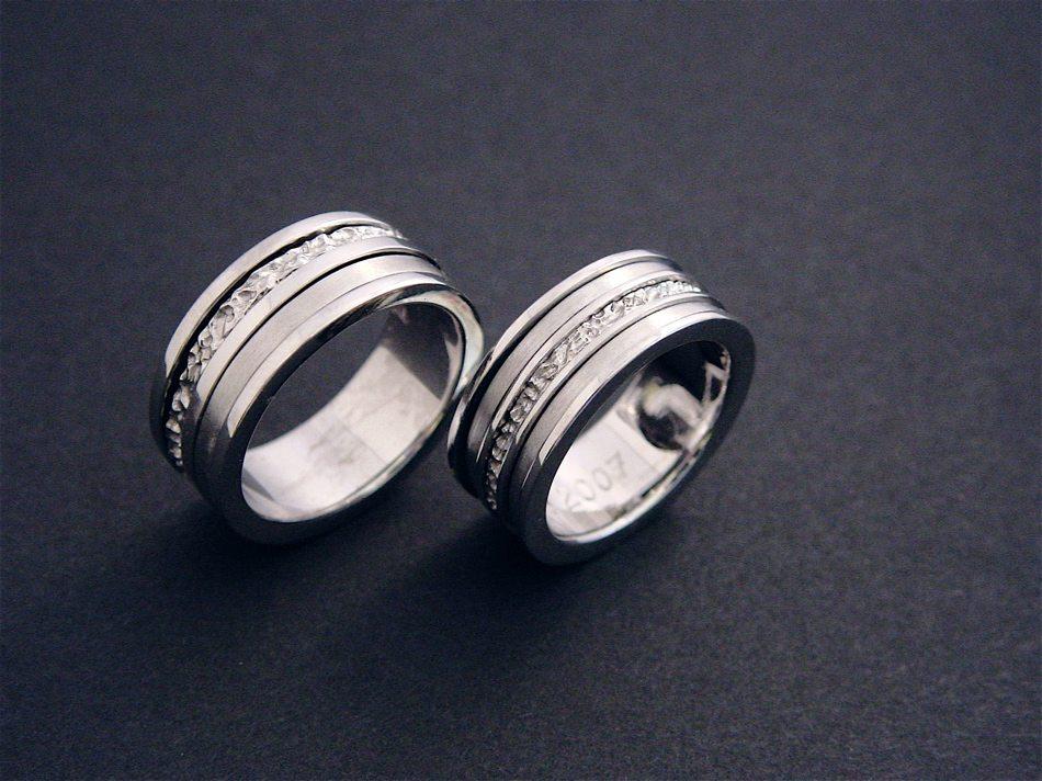 alliances or blancs avec anneaux mobiles ©