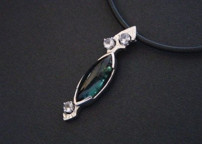 pendentif ir blanc, tourmaline et pierres de lune (vendu)
