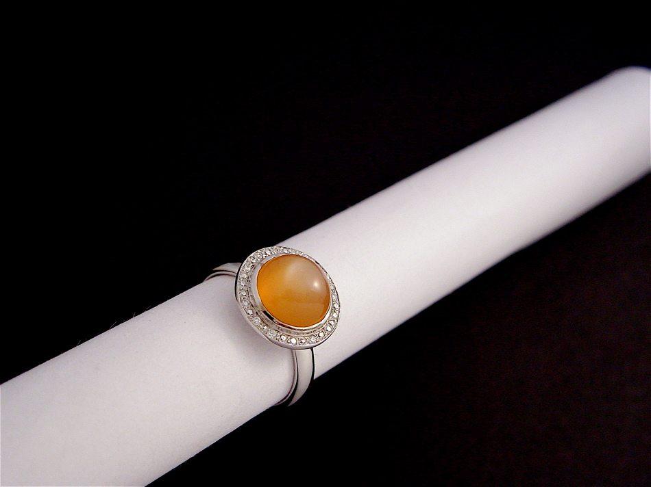 bague or blanc, pierre de lune et diamants.(pièce unique vendue)