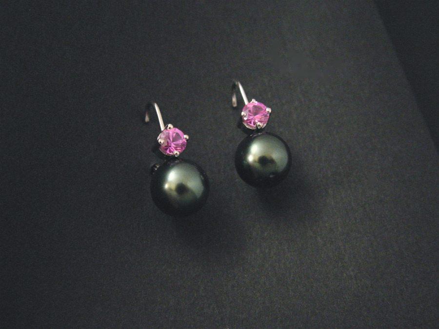 boucles d'oreilles en or blanc, perles de Tahiti et saphirs roses